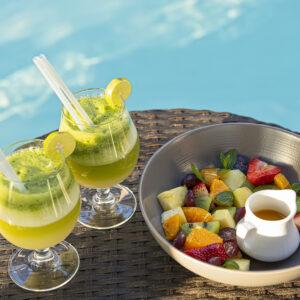 Fruta y piscina